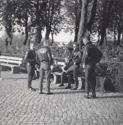 http://www.falkene-haderslev.dk/images/Diverse/historiskebillder/Flokken.jpg