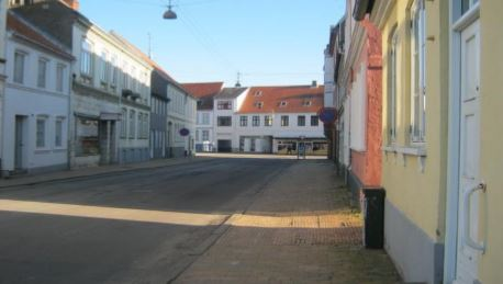 http://www.falkene-haderslev.dk/images/Diverse/historiskebillder/Gskaergade.JPG