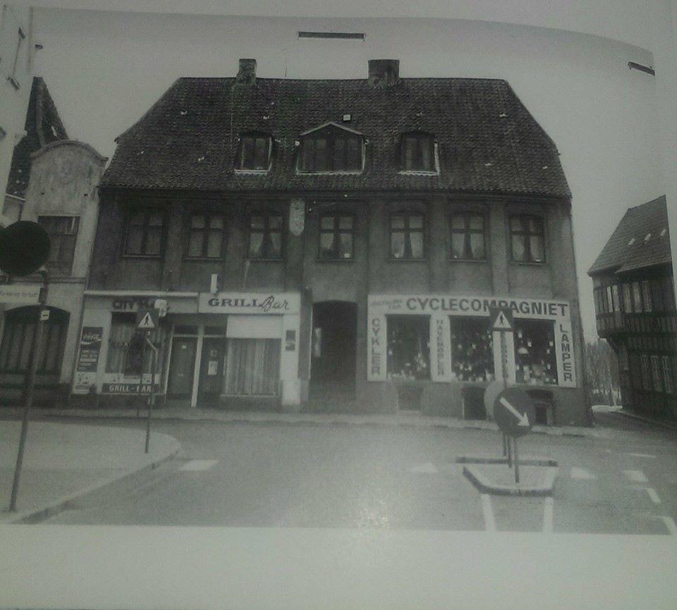 http://www.falkene-haderslev.dk/images/Diverse/klubhuse/citybar1957.jpg