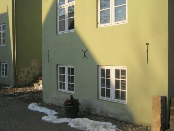 http://www.falkene-haderslev.dk/images/Historie/Badstugade_16_i_grden_Besg_fra_Viborg_en_overnatning_hvad_man_ikke_m_straffen.jpg