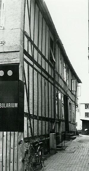 http://www.falkene-haderslev.dk/images/Historie/Stormen_p_klubhuset_i_Nrregade(1).jpg