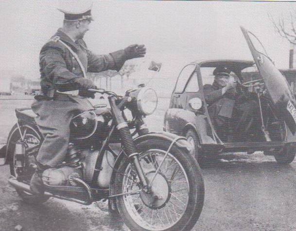 Politi på bmw